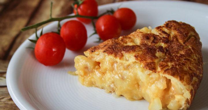 tortilla de patatas con tomatitos